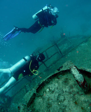 wreck diving belize placencia